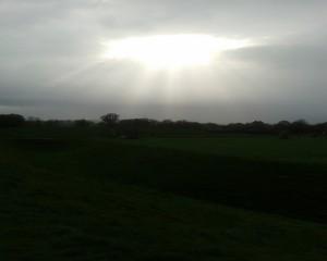 svetlo nad kamenným kruhom v Avebury - Južné Anglicko ( apríl 2014)