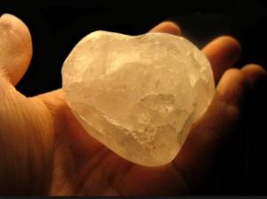 Prirodny_mineral_-_krystal_-_kamenec